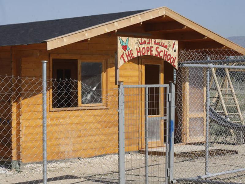 Ένα σχολείο για τα προσφυγόπουλα της Softex φτιαγμένο από τους ξυλουργούς του κέντρου φιλοξενίας!