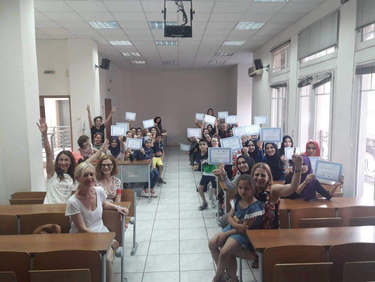 Η καλή είδηση της ημέρας: Φιλομαθείς προσφυγοπούλες κάθισαν στα θρανία του ΑΠΘ κερδίζοντας ξανά το χαμόγελό τους